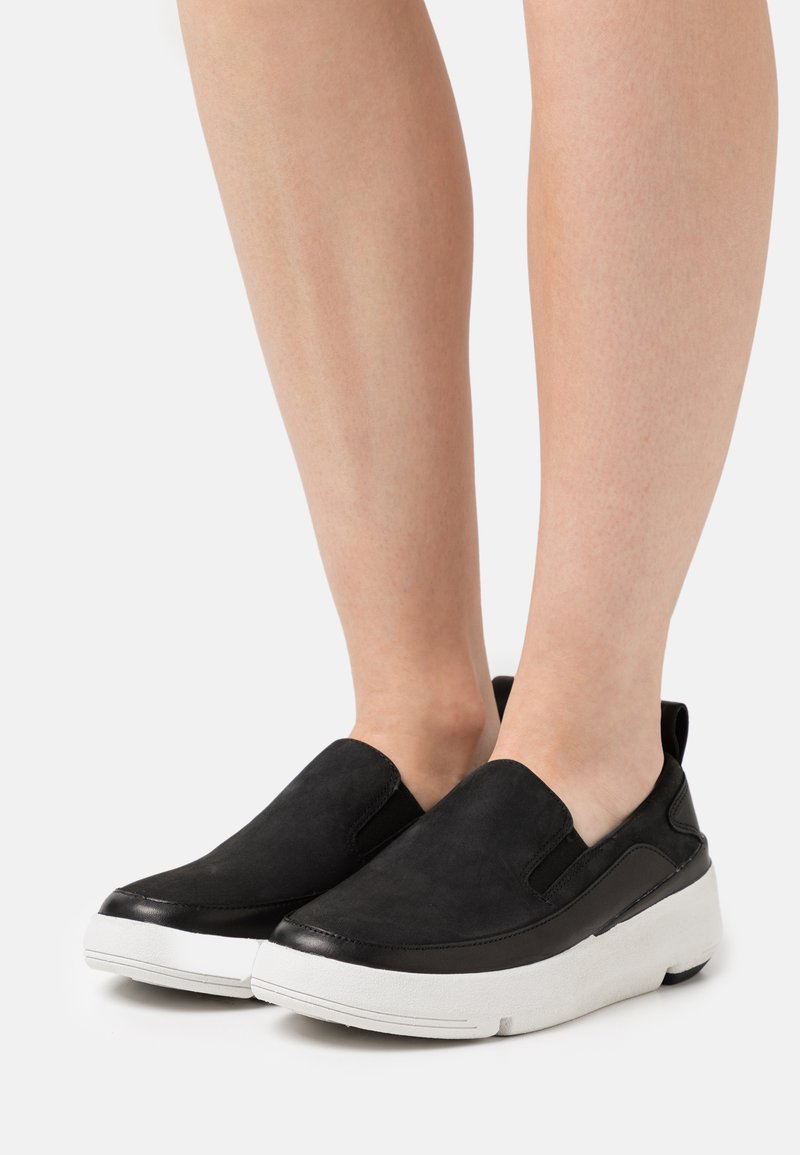 Clarks - TRI FLASH STEP - Matalavartiset tennarit - black