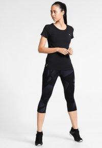 ONLY Play - ONPCLARISSA TRAINING TEE - Camiseta básica - black - 1