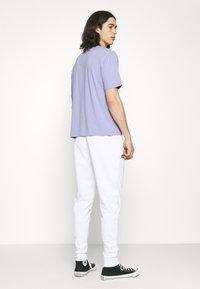Ellesse - BERTONI TRACK PANT - Träningsbyxor - white - 2