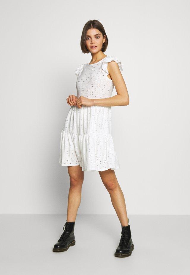 SHORT RUFFLE SLEEVE DRESS - Denní šaty - cloud dancer