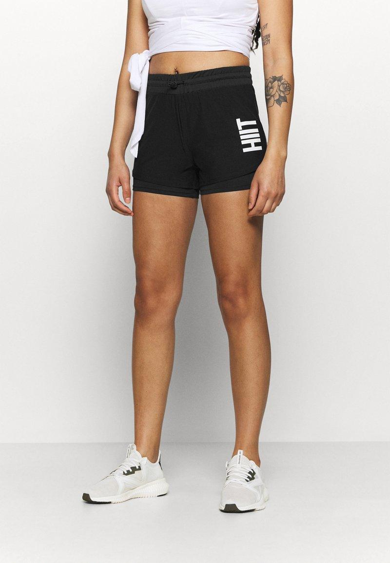 HIIT - HIIT OVERLAY SHORTS 2IN1 - Pantalón corto de deporte - black