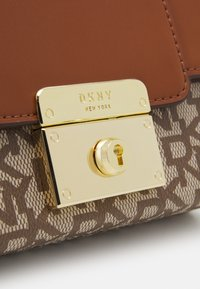 DKNY - HEIDI CONVERTIBLE  - Across body bag - chino/caramel - 4