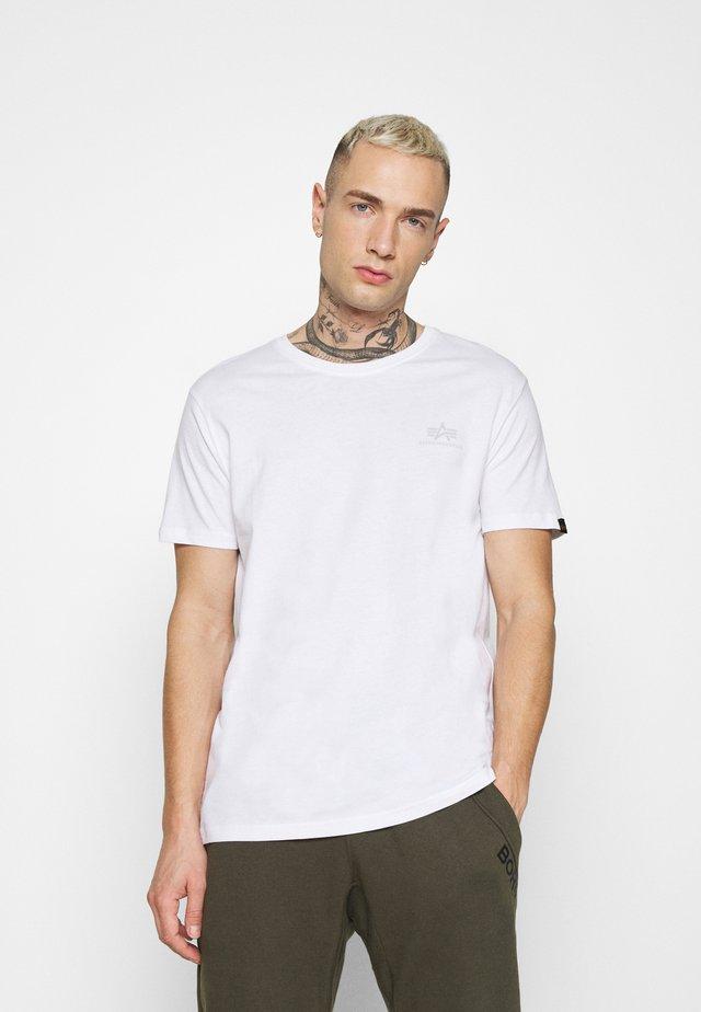 SMALL LOGO REFLECTIVE PRINT - T-shirt basique - white