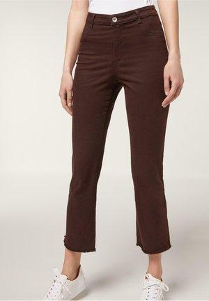 KNÖCHELLANGE AUSGESTELLTE JEANS - Flared Jeans - black denim
