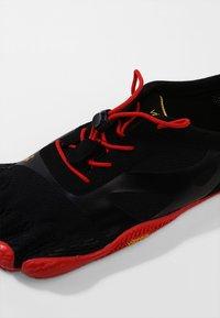 Vibram Fivefingers - KSO EVO - Obuwie do biegania neutralne - black/red - 5