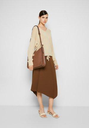 LAVYNIA SHOULDER BAG - Across body bag - cuero