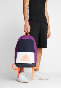 adidas Performance - CLAS - Sac à dos - legend ink/glory purple/signal coral - 1