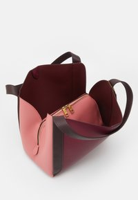 Coach - COLORBLOCK HADLEY HOBO - Handbag - taffy/cherry mutli - 4