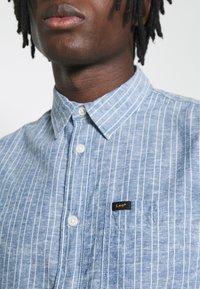 Lee - LEESURE SHIRT - Skjorta - washed blue - 4