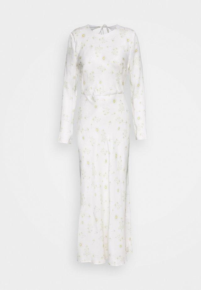 WILD FLOWERS BIAS - Maxi šaty - white