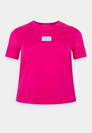 SHINE BADGE TEE - Jednoduché triko - pink
