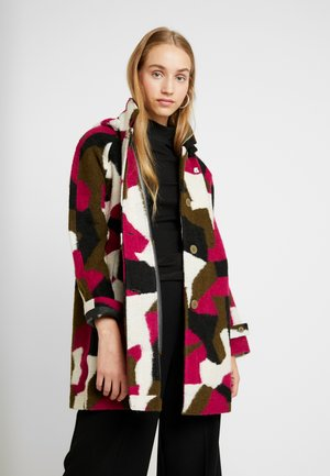 NOEMIE LAYER GRAPHIC - Classic coat - pink