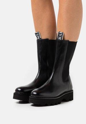 SYBILL 5 - Platåstøvler - black