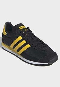 adidas Originals - COUNTRY OG SHOES - Trainers - black - 3