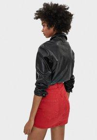Bershka - MIT GÜRTEL  - Mini skirts  - red - 2