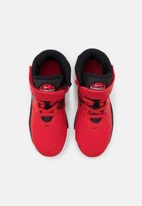 Nike Performance - TEAM HUSTLE D 9 FLYEASE UNISEX - Zapatillas de baloncesto - university red/black - 3