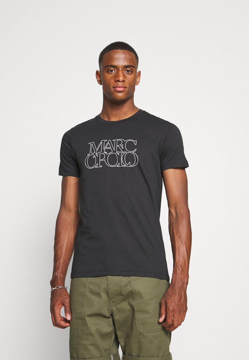 Marc O'Polo - SHORT SLEEVE CREW NECK ARTWORK ON CHEST - Print T-shirt - black