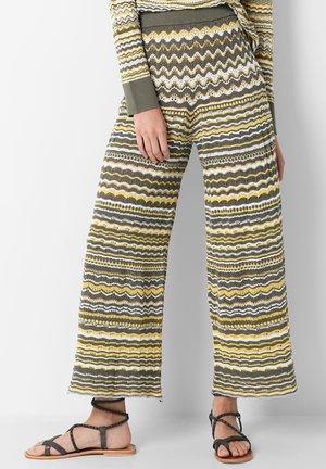 GEOMETRIC STRIPE  - Spodnie materiałowe - green