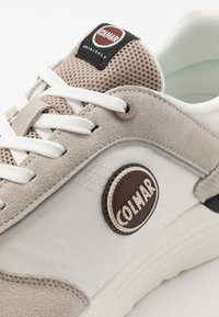 Colmar Originals - TRAVIS X-1 TONES - Trainers - white/warm grey - 5