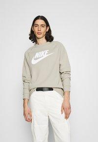 Nike Sportswear - Sudadera - stone/white - 5