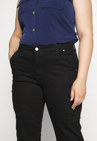 MICHAEL Michael Kors - CARGO - Relaxed fit jeans - black - 3