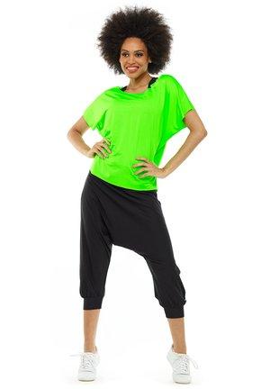FUNCTIONAL DANCE - Basic T-shirt - neon green