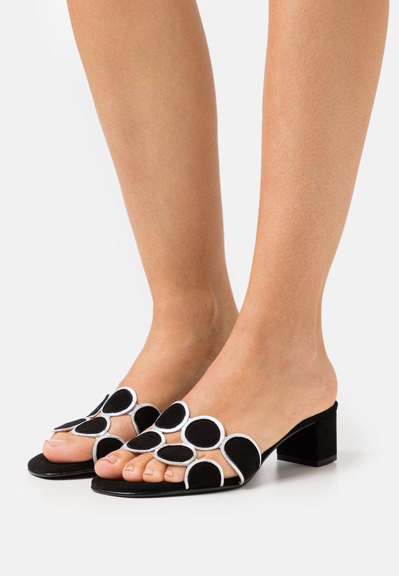Brenda Zaro - ERICA NEW - Pantofle na podpatku - black