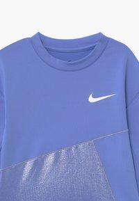 Nike Performance - Funkční triko - royal pulse/white - 3