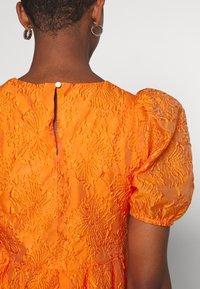YAS - YASSOLERO HI LOW DRESS - Vardagsklänning - orange peel - 4
