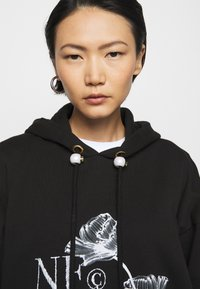 Mother of Pearl - PRINTED HOODIE WITH THICK - Mikina skapucí - black - 3