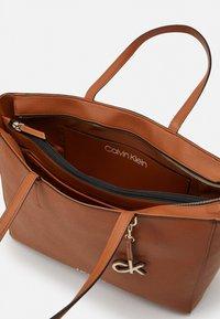 Calvin Klein - Cabas - brown - 2