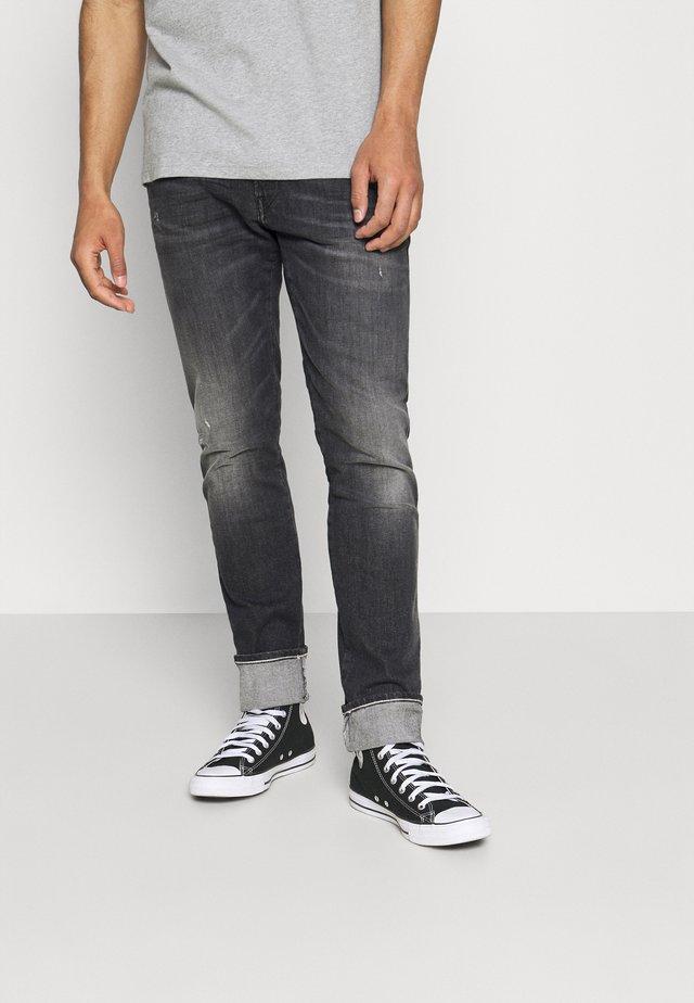 ANBASS AGED  - Jeans a sigaretta - dark grey