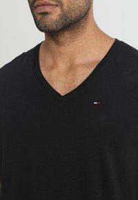 Tommy Jeans - ORIGINAL REGULAR FIT - T-shirt basic - black - 4