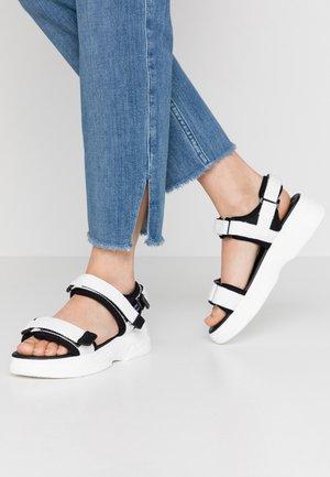 VMBENILLA - Sandály na platformě - snow white