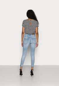 Vero Moda Petite - VMSOPHIA - Skinny džíny - light blue denim - 2
