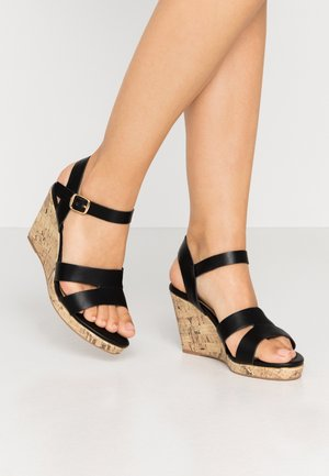 WIDE FIT POSSUM WEDGE - Sandali con tacco - black