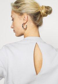 Calvin Klein Jeans - CUT OUT BACK  - Sweatshirt - antique grey - 5