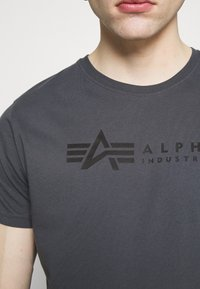 Alpha Industries - ALPHA LABEL 2 PACK - Print T-shirt - greyblack/black - 4