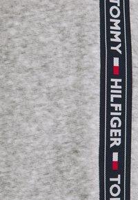 Tommy Hilfiger - TRACK PANT - Pyjamahousut/-shortsit - mid grey heather - 5