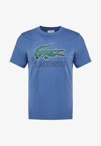 Lacoste - T-shirt med print - rois - 3