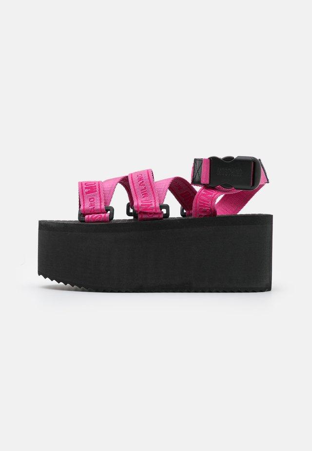 Sandales à plateforme - lampone