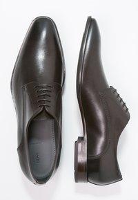 BOSS - CARMONS - Elegantní šněrovací boty - dark brown - 1