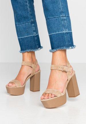 LEATHER PLATFORM HEELED SANDAL - High heeled sandals - sand