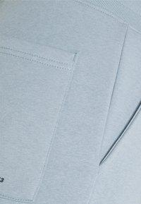 Redefined Rebel - MELVIN PANTS UNISEX - Tracksuit bottoms - dusty blue - 2