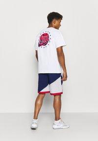 Nike Performance - THROWBACK - Sports shorts - blue void/white/university red - 2