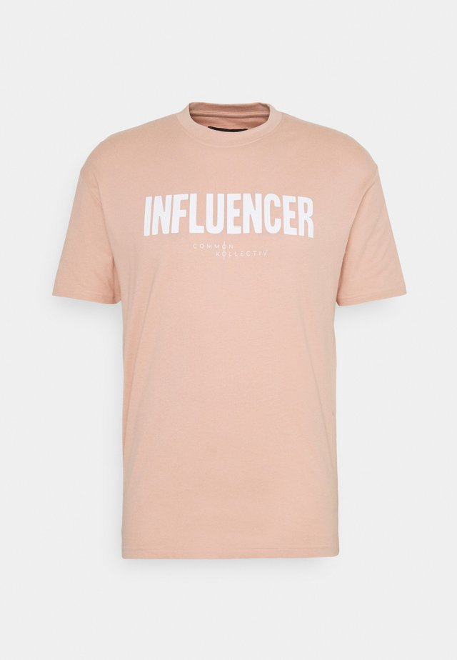 INFLUENCER UNISEX - T-shirt imprimé - pink