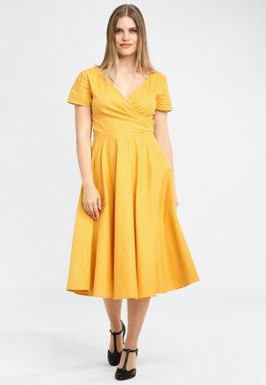 MARIA PLAIN - Hverdagskjoler - yellow