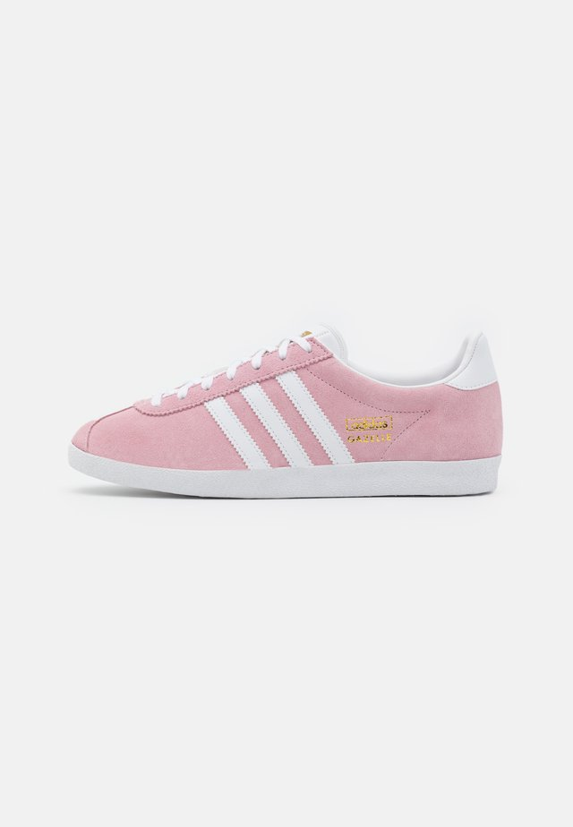 GAZELLE SPORTS INSPIRED SHOES - Baskets basses - clear pink/footwr white/gold metallic
