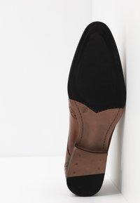Jacamo - FORMAL BROGUE - Smart lace-ups - tan - 4