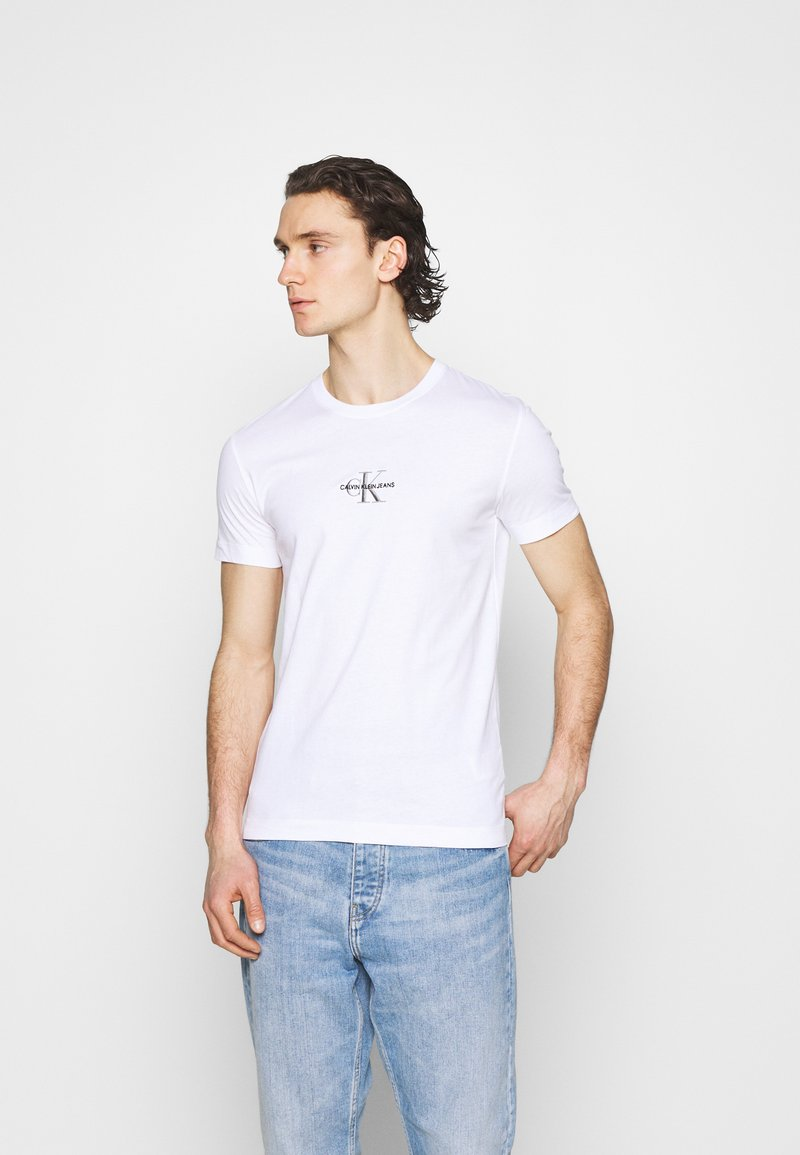 Calvin Klein Jeans - NEW ICONIC ESSENTIAL TEE - Printtipaita - bright white